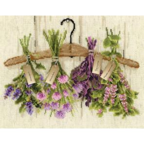 В рамке Пряные травы Набор для вышивания Риолис 1717