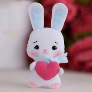 Зайка Лилия с сердечком Набор для создания игрушки своими руками Тутти 05-38