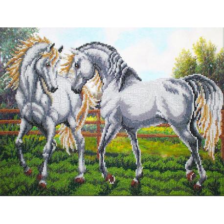 Пара белых лошадей Набор для частичной вышивки бисером Паутинка Б-1474