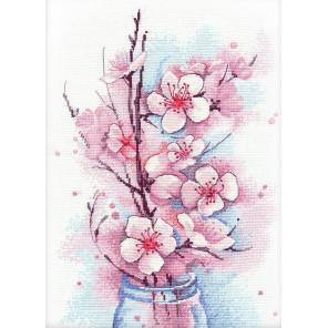 Яблоневый цвет Набор для вышивания Овен 1187