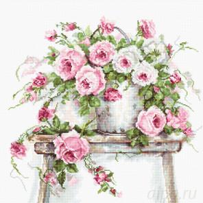 Розы на табурете Набор для вышивания Luca-S B2331
