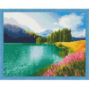 Цветущее поле у озера Алмазная мозаика на подрамнике QA204009