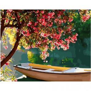 Лодка под цветущим деревом Раскраска картина по номерам на холсте