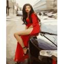 В красном платье на черной машине Раскраска картина по номерам на холсте MCA842