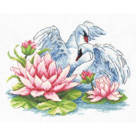Лебеди Набор для вышивания Многоцветница
