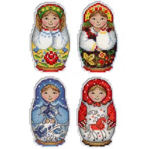 Русские матрешки. Магниты Набор для вышивания на пластиковой канве МП Студия Р-337