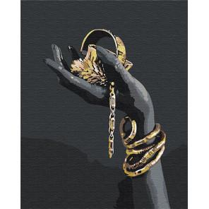 Пример в интерьере Золотые украшения в руке / Африканка 80х100 см Раскраска картина по номерам на холсте с металлической краско