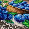 Пример вышитой работы Ягодка Черничка Набор для частичной вышивки бисером Паутинка