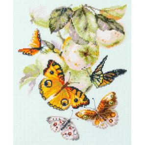 Бабочки на яблоне Набор для вышивания Чудесная игла 130-052