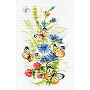 Цикорий и бабочка Набор для вышивания Многоцветница МКН 51-14