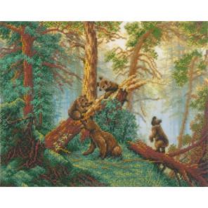 Мишки в сосновом лесу Набор для частичной вышивки бисером Русская искусница 2001