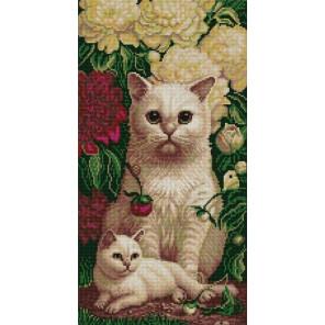 Котята в пионах Ткань с рисунком для вышивки бисером Конек 1333