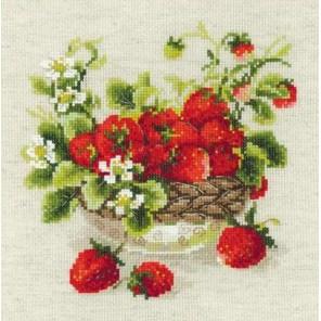 Садовая клубника Набор для вышивания Риолис
