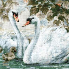 Белые лебеди Набор для вышивания Риолис