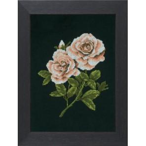Roses on black Набор для вышивания LanArte PN-0008337
