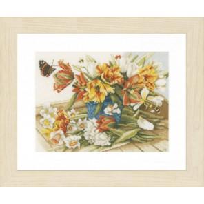 Daffodils-Tulips Набор для вышивания LanArte PN-0154325