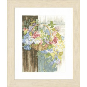 Flower Basket Набор для вышивания LanArte PN-0154331