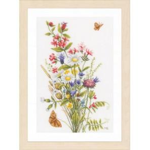 Field flowers Набор для вышивания LanArte PN-0155693