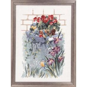 Синицы в саду Набор для вышивания Permin 90-4398