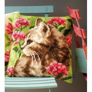 Кошка в цветах Набор для вышивания подушки VERVACO