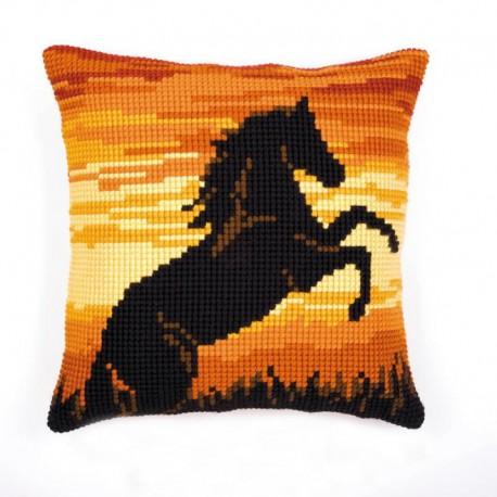 Лошадь на закате Набор для вышивания подушки VERVACO