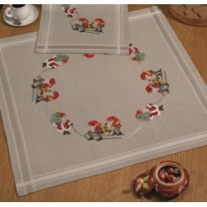 Гномы с ёлкой Набор для вышивания скатерти PERMIN