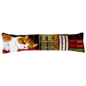 Кот, спящий на книжной полке Набор для вышивания подушки от сквозняка VERVACO