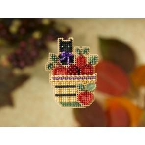 Корзина с яблоками и котенком Набор для вышивания бисером MILL HILL