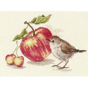 Птичка и яблоко Набор для вышивания Алиса
