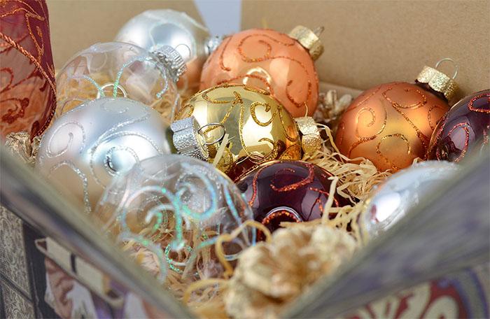 Использование контуров для декора новогодних шаров